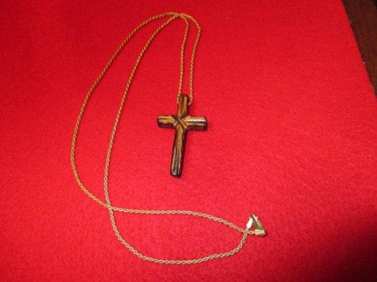 wooden-cross-pendant
